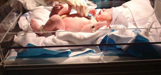 800px-Newborn_checkup