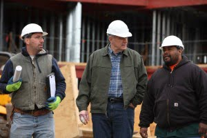 Tom_Barrett_talking_with_construction_workers