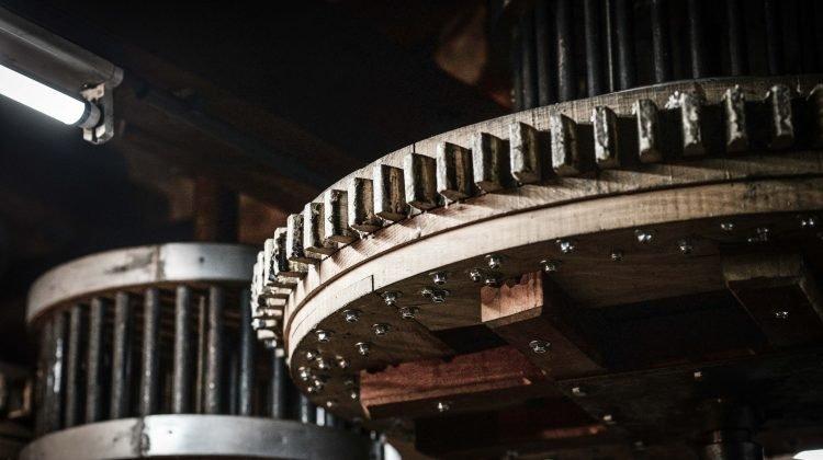 machine-2881186_1920
